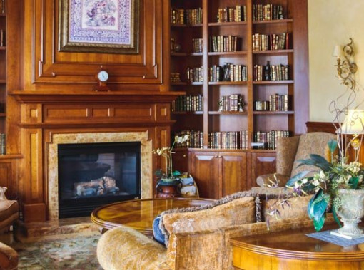 Carlton Hotel Library and fireplace