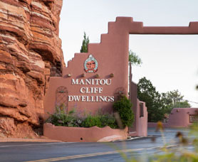 Manitou cliff dwellings entrance sign