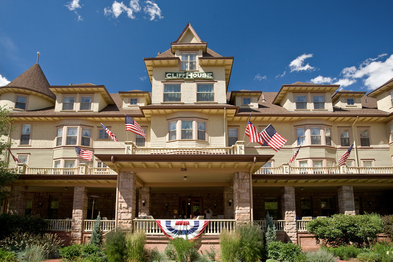 Manitou Springs Hotels | Our Official Website | The Cliff House