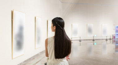 girl in art gallery