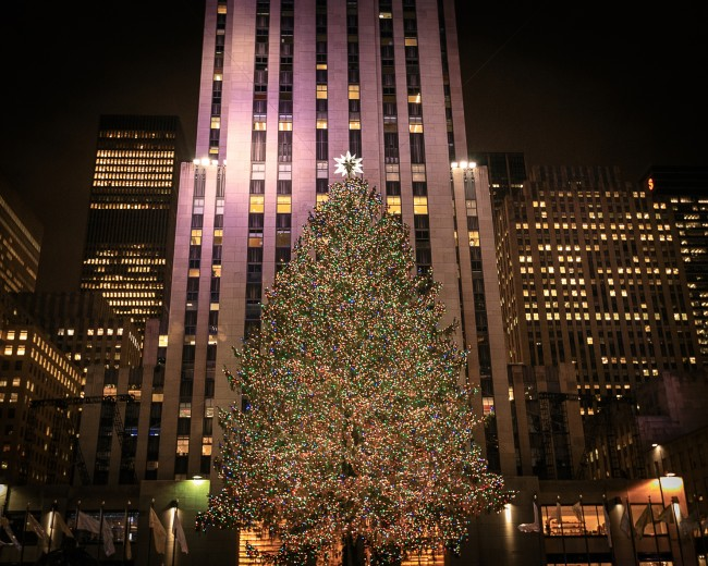 a photo of the rockefeller xmas tree in nyc