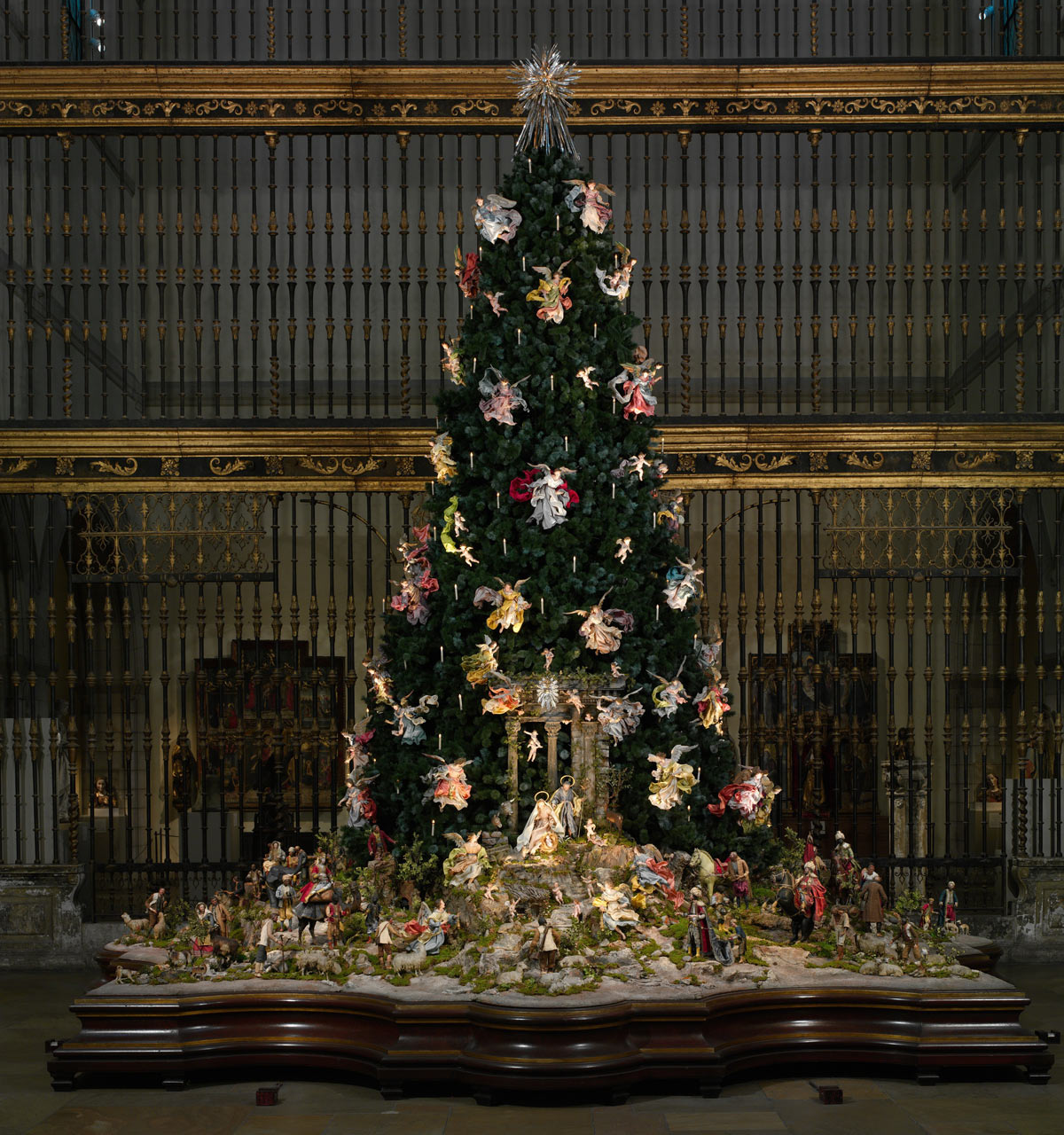 the met's christmas tree