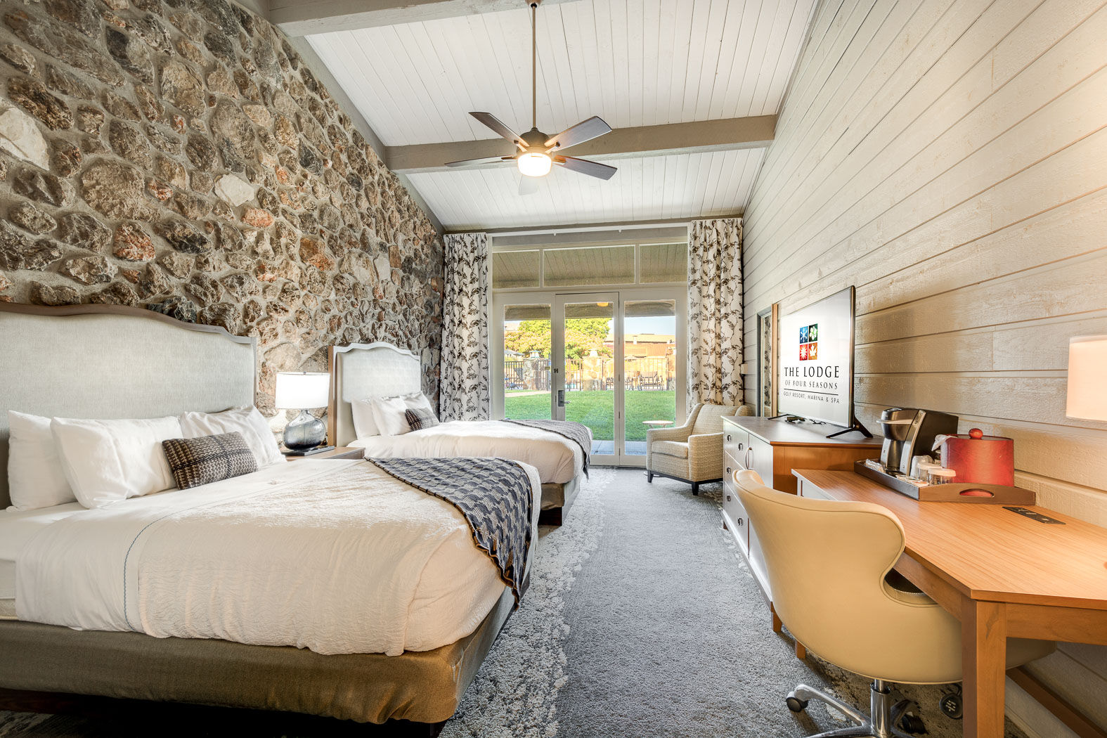 Rooms Amp Suites Resorts At Lake Ozark The Lodge Of Four