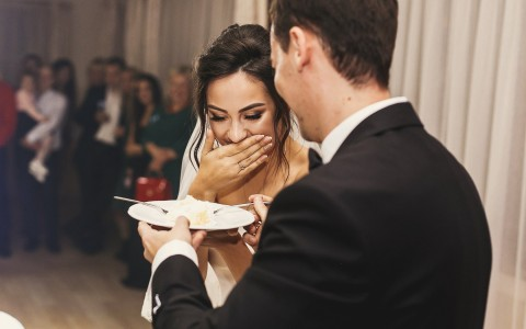 bride groom eating cake