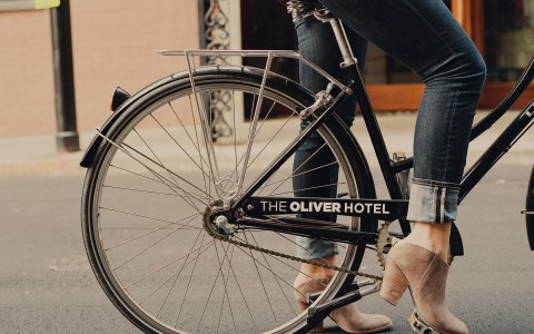 woman getting on a oliver hotel bike