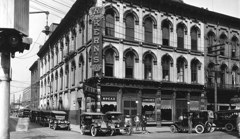 Black and white photo of hotel in the past