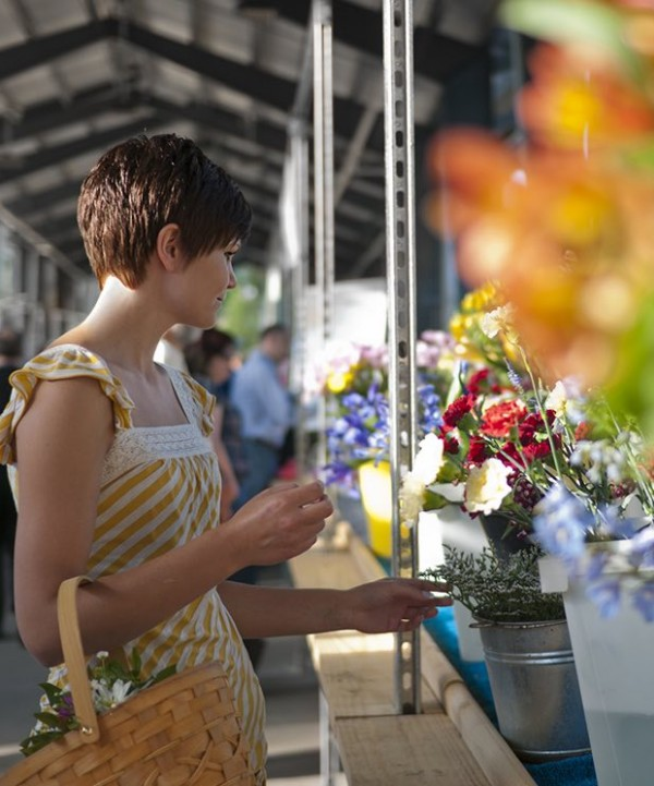 woman picking flowers in market