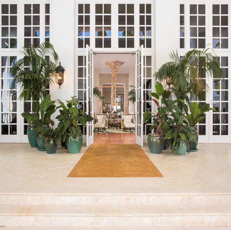 Main entrance to Palms Hotel & Spa