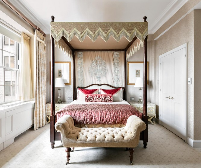 Bedroom with double bed and canopy