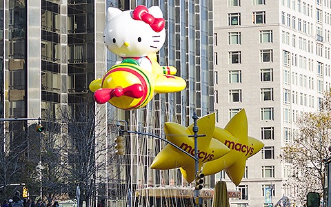 a hello kitty float in the thanksgiving day parade in new york city