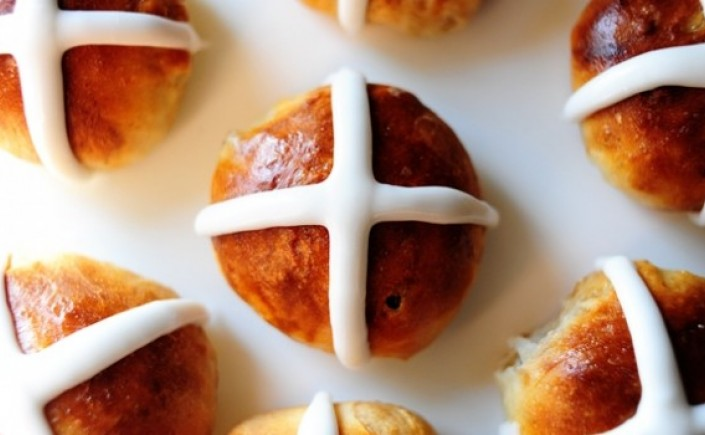 hot-cross-buns-recipe-5632568acdd6e.jpg