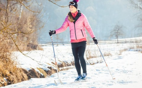 woman cross country skiiing