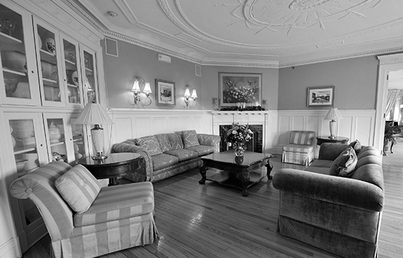 TraditionsattheGlen RoomsSuites BW Header
