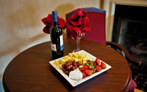 Table with wine and a fruit plate