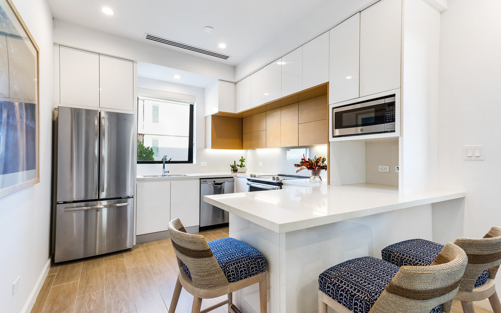 kitchen with white countertops and connected island with barstool seating
