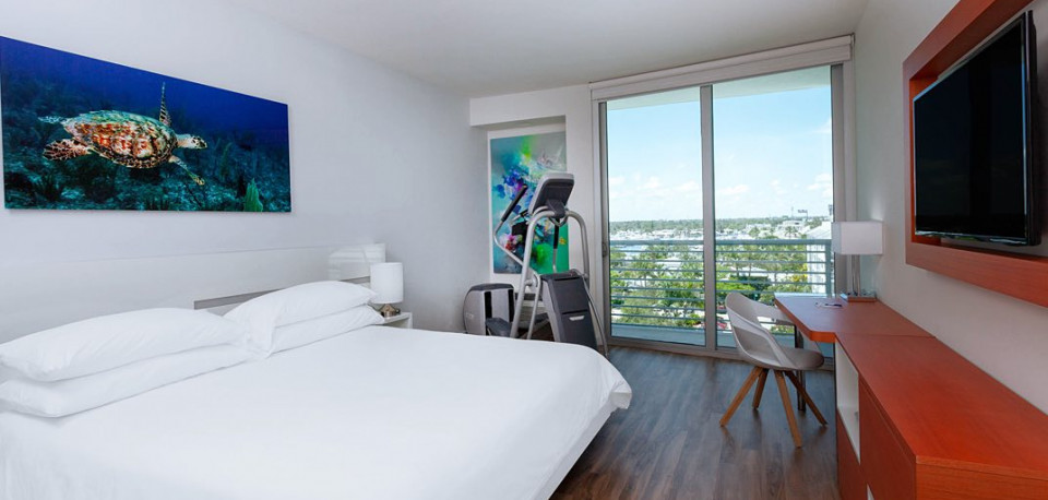 Active King Guest Room with balcony view