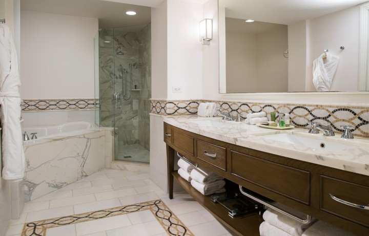 PresidentialSuite_Bathroom-594d3165db318.jpg