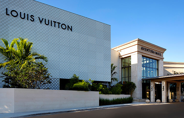 Louis Vuitton store at Aventura Mall 1
