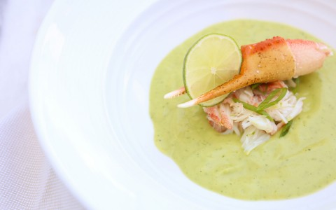 Crab leg with lime