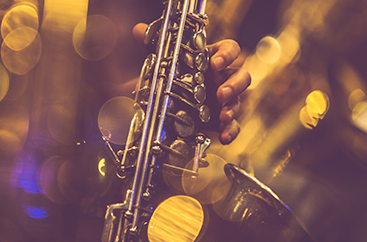 Close up of someone playing the saxophone