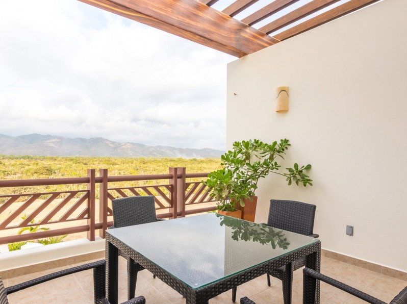 One bedroom mountain view studio balcony