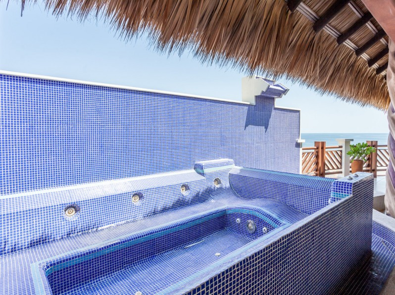 Three bedroom penthouse private jacuzzi