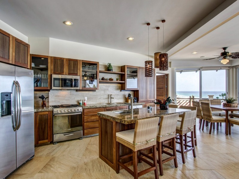 Four bedroom oceanfront kitchen