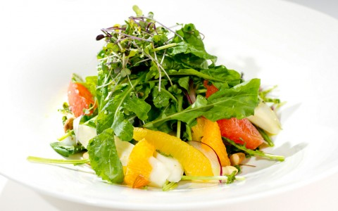 Green salad with tomatoes & mangos