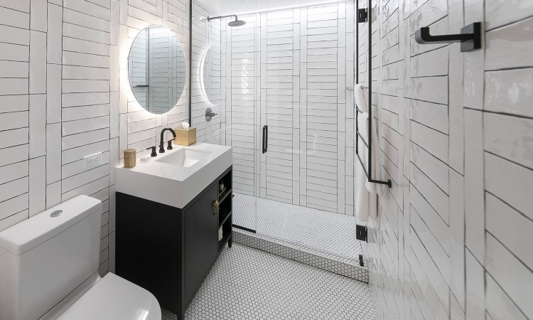 private king plus bathroom all white tile