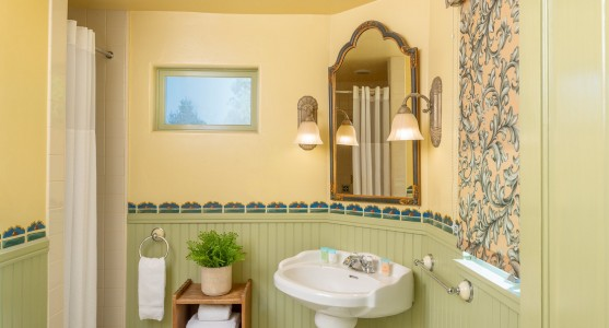 bathroom with single sink and green and yellow colors