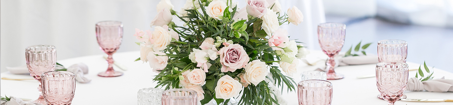 floral centerpiece on a wedding table with light pink and white flowers
