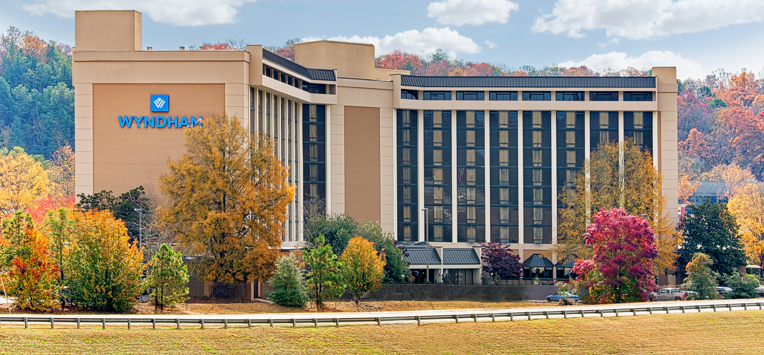 exterior of the wyndham atlanta galleria hotel