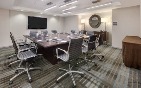 Wyndham Grand Chicago Riverfront meeting room