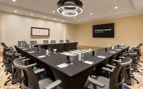 Egret meeting room in Clearwater Beach set up for a discussion