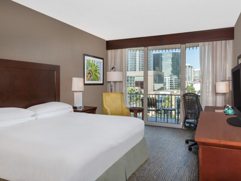 Deluxe King guest room with views to the city