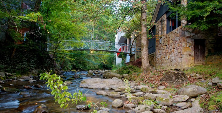 Bridge connecting buildings at Zoder Inn over a stream